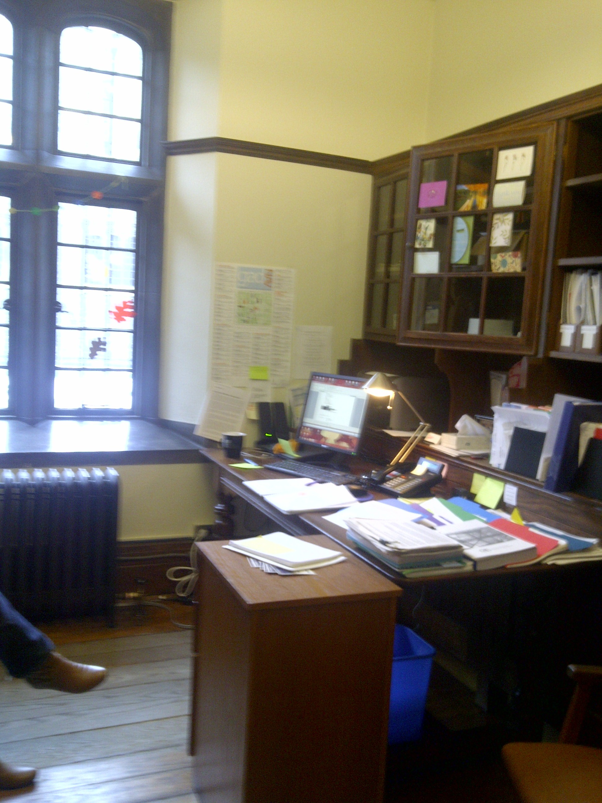 This U0027Harry Potteru0027 Office Needs Help With Feng Shui!